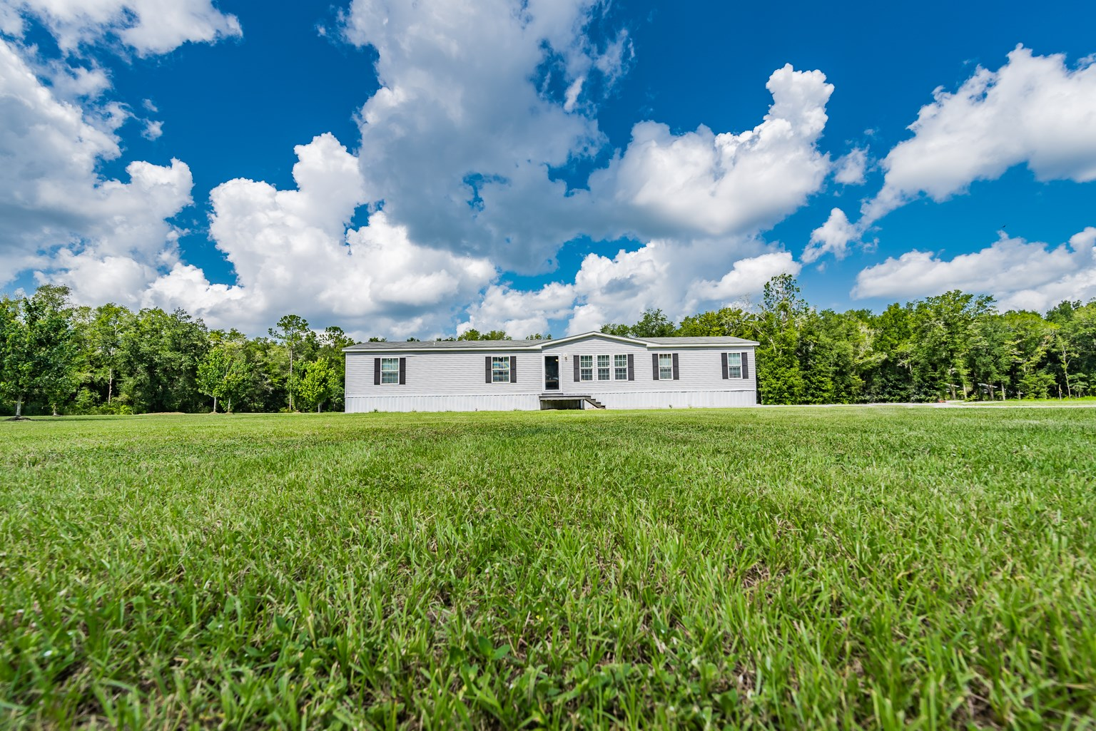 4BR/3BA IN THE HEART OF FORT WHITE, FL!