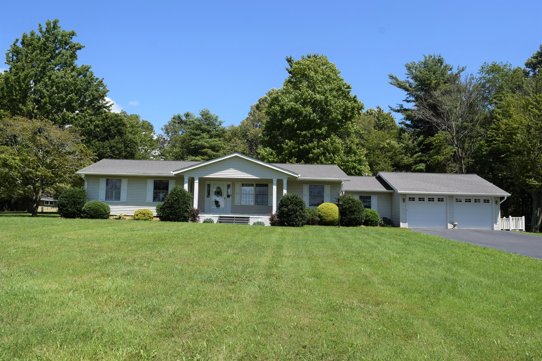 One Level Country Home for Sale in Floyd VA!