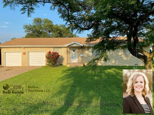 Nice Home with 2 Car Garage in Wakita, OK - Grant County