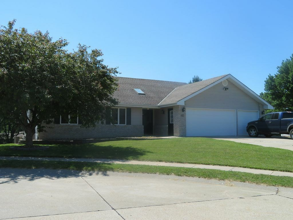 Nice Updated Home in Small Town Underwood, IA