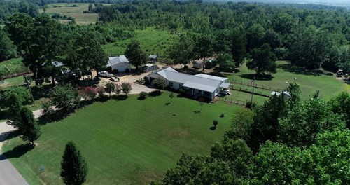 COUNTRY HOME FOR SALE IN TN WITH ACREAGE FOR HUNTING