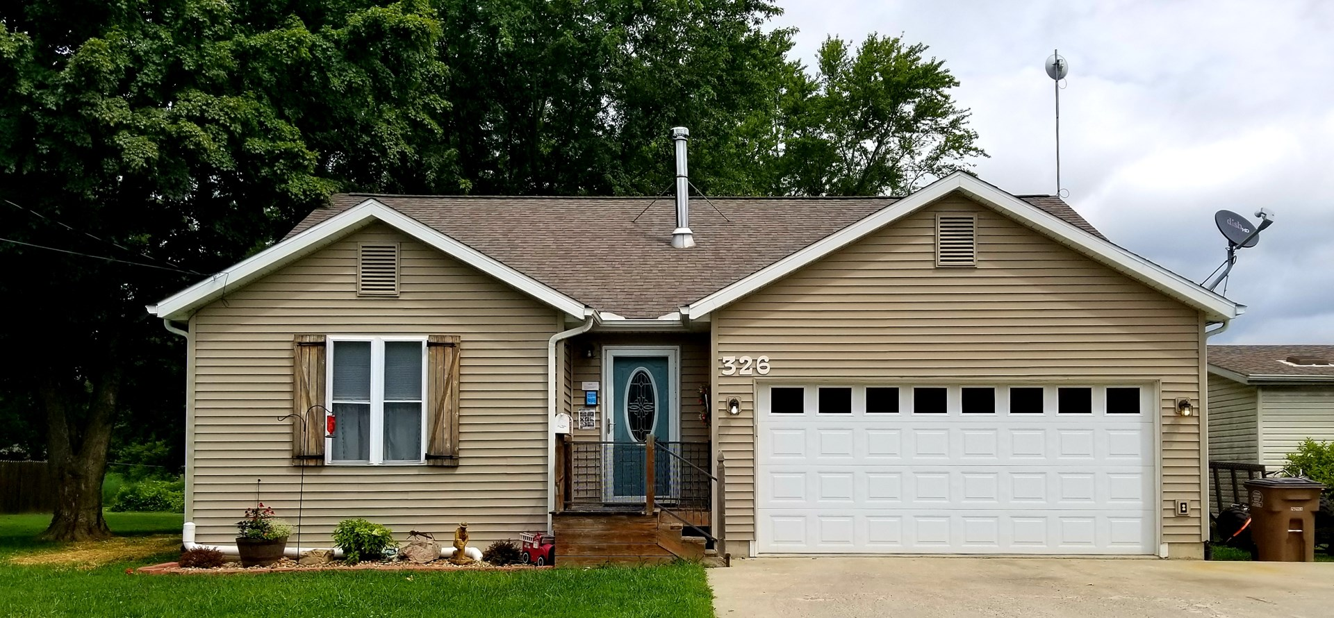 Carlinville 3 BRs 2 Baths, Open Concept, Fenced-In Yard