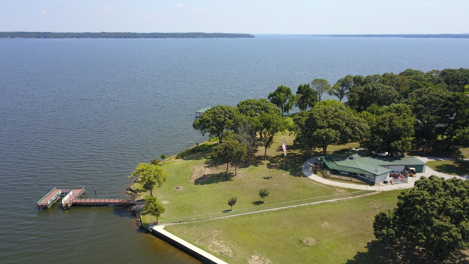 LAKE PALESTINE WATERFRONT HOME ON THE POINT!
