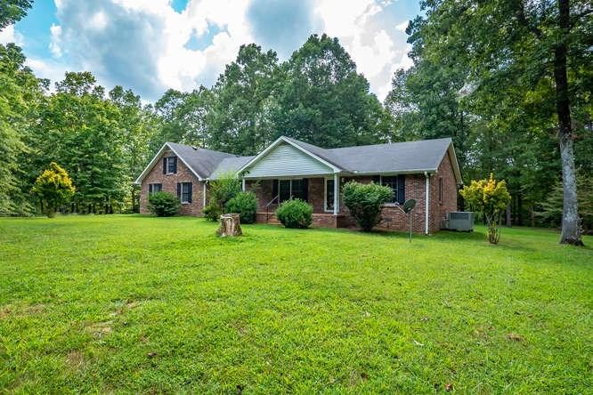 Country Home in Bon Aqua, TN!