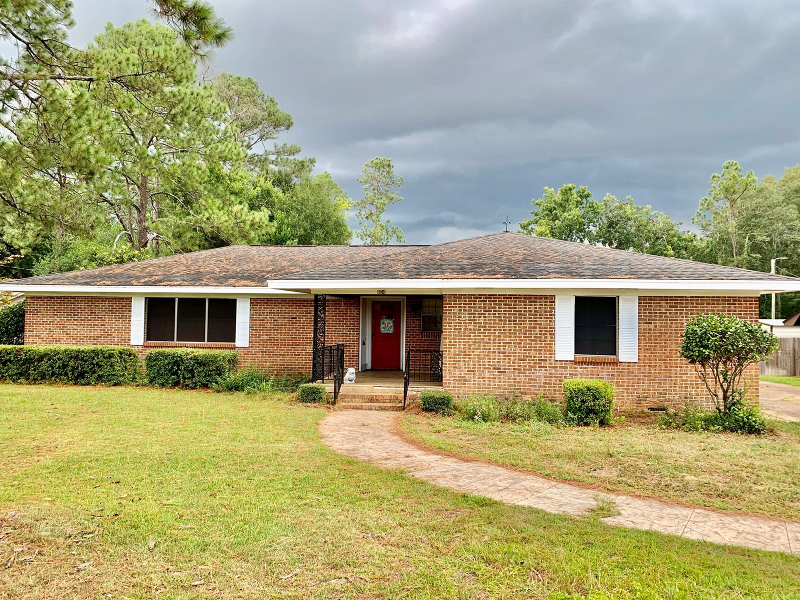 Home for sale in town of Hartford, Alabama