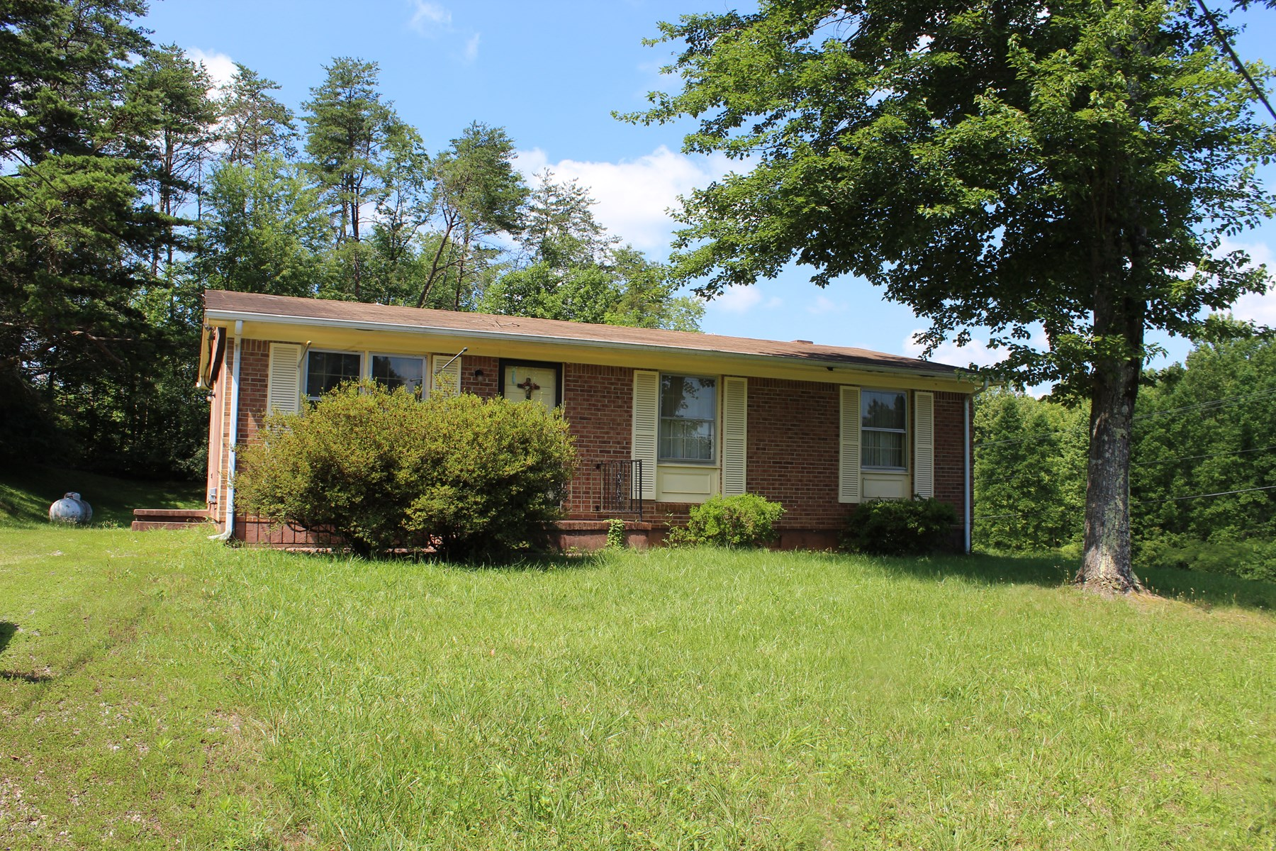 RANCH STYLE FIXER-UPPER HOME IN HENRY COUNTY, VA