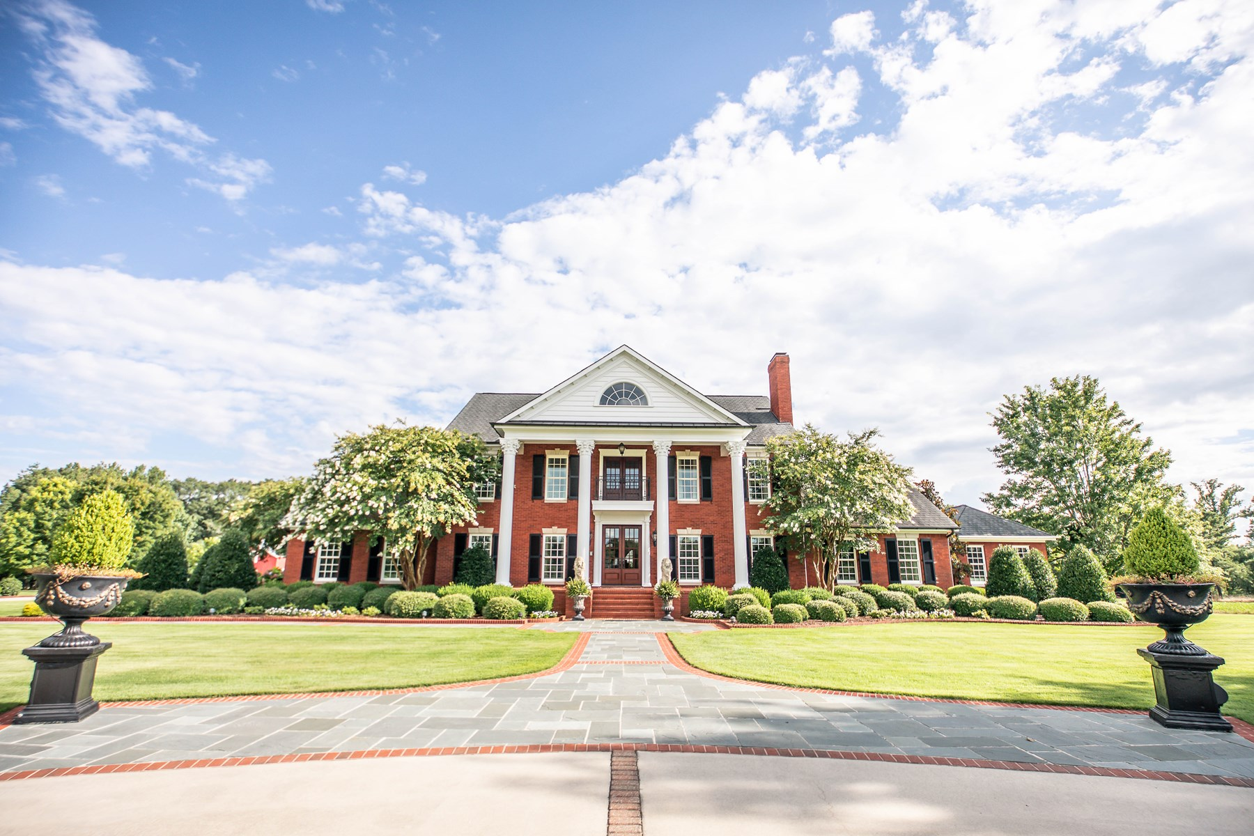 Hartselle Estate with 31.7 Acres