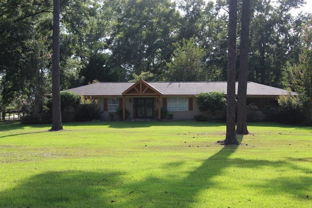 Beautiful County Home For Sale on 3.95 Acres Lawrence County