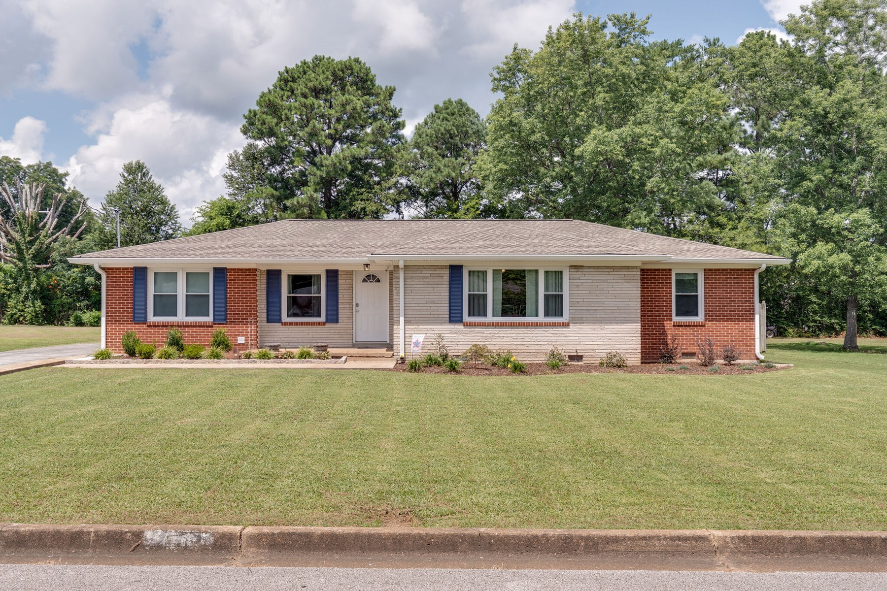 Home for Sale in Town in Mount Pleasant, Tennessee