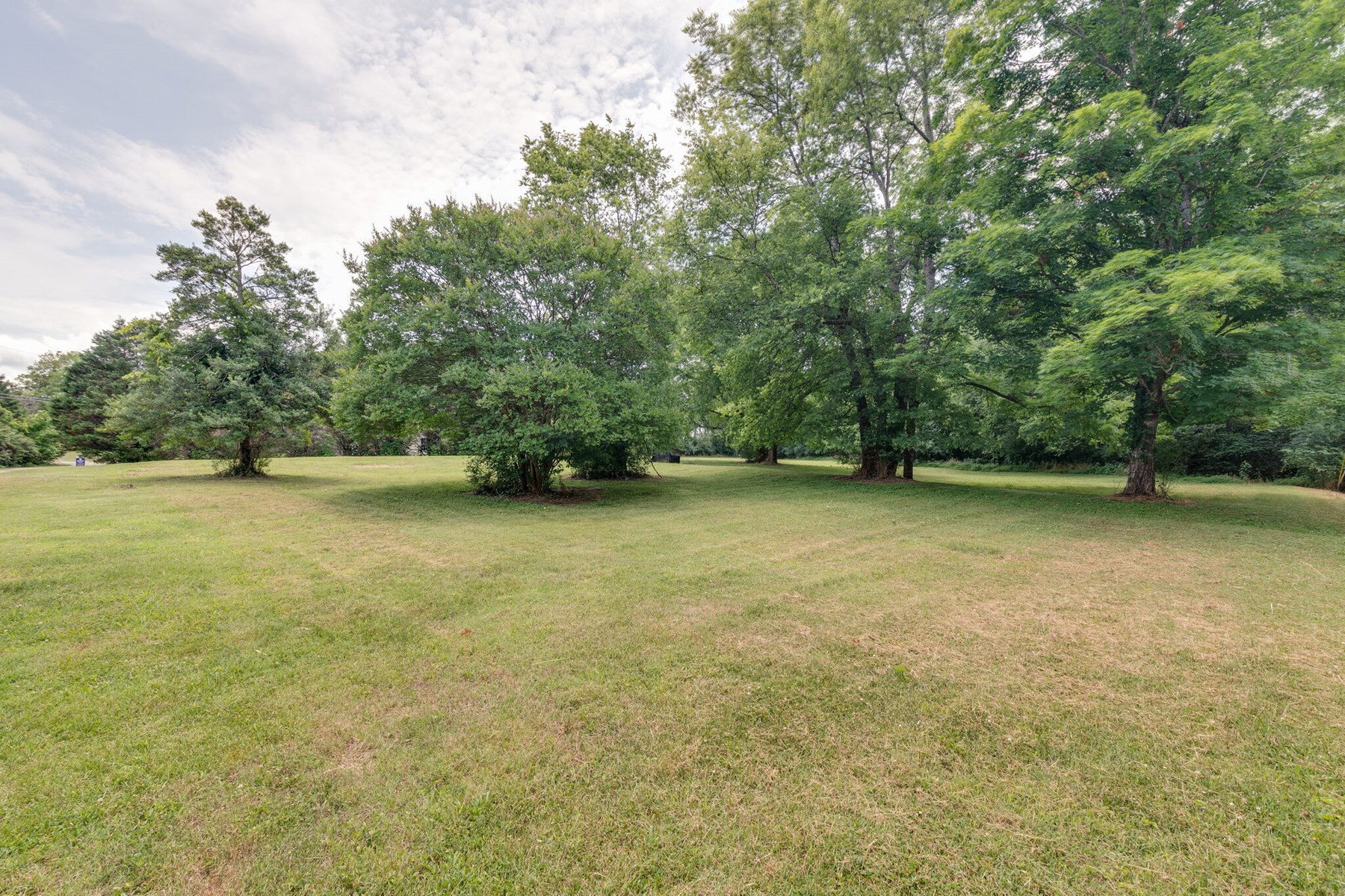 Unrestricted Lot for Sale in Columbia, Tennessee