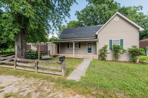 Country Home in Town for Sale in Rural Lynnville, Tennessee