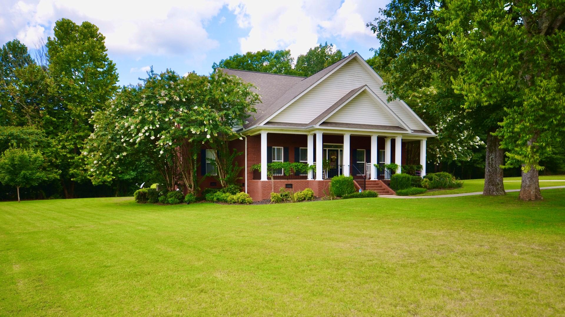 4 Bedroom on .90 acre lot Hartselle Alabama