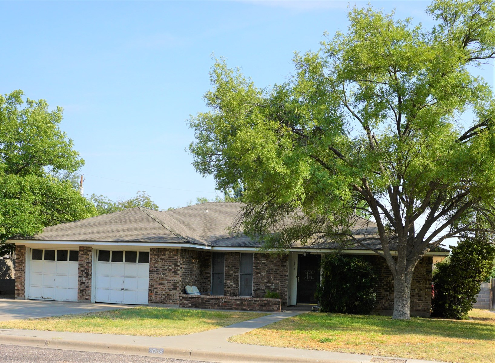 HOME FOR SALE IN FT. STOCKTON TX FEATURING 3 BDRM AND 2 BA