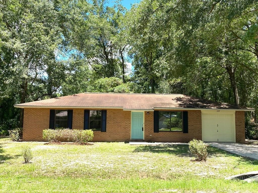 GREAT STARTER HOME FOR SINGLES OR SMALL FAMILY IN LAKE CITY!