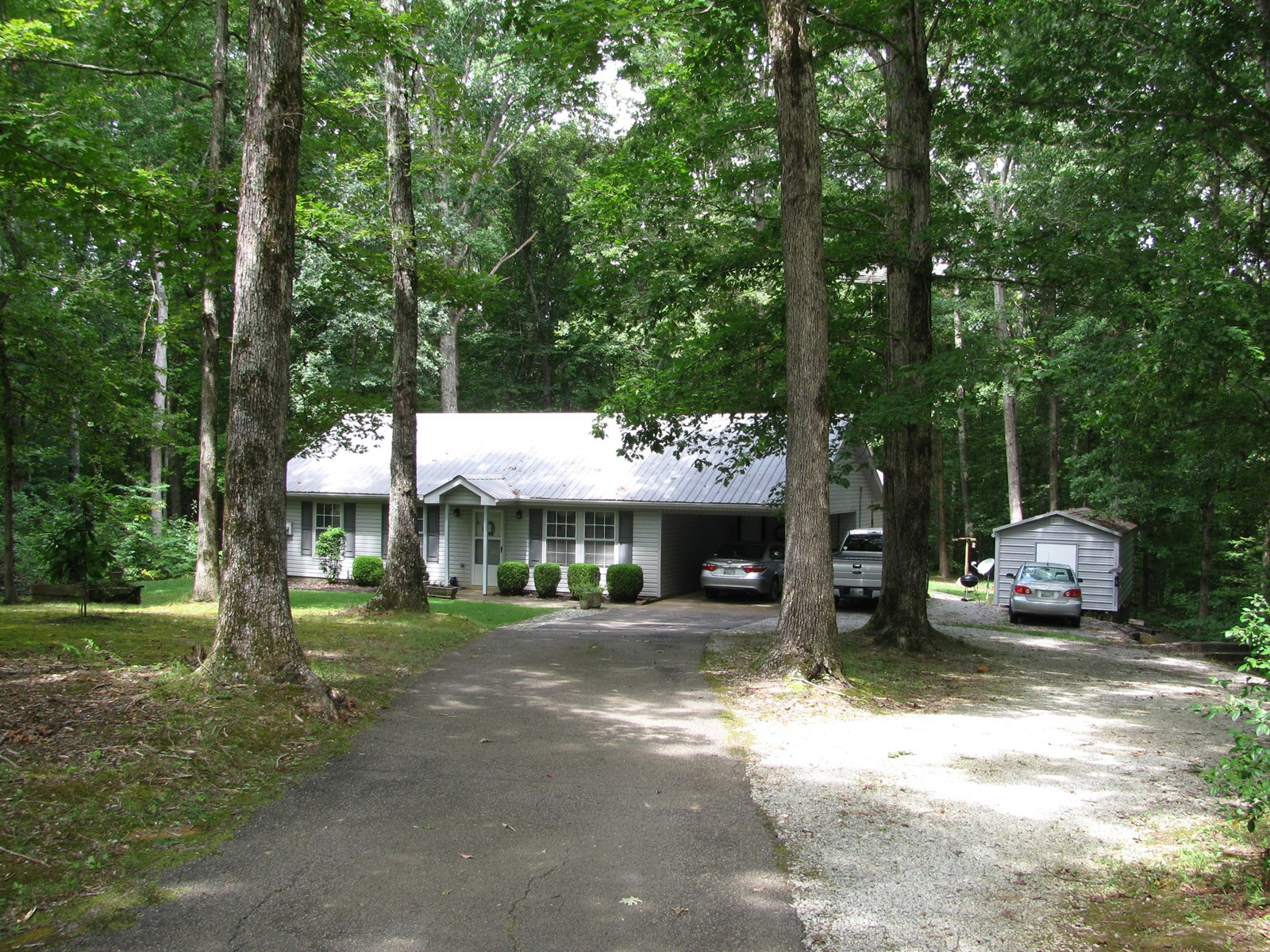 COUNTRY HOME FOR SALE IN TN WITH ACREAGE & NO RESTRICTIONS