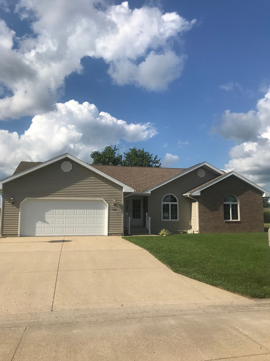 Beautiful 3 Bedroom, 3 Bath with Basement, Robinson, IL