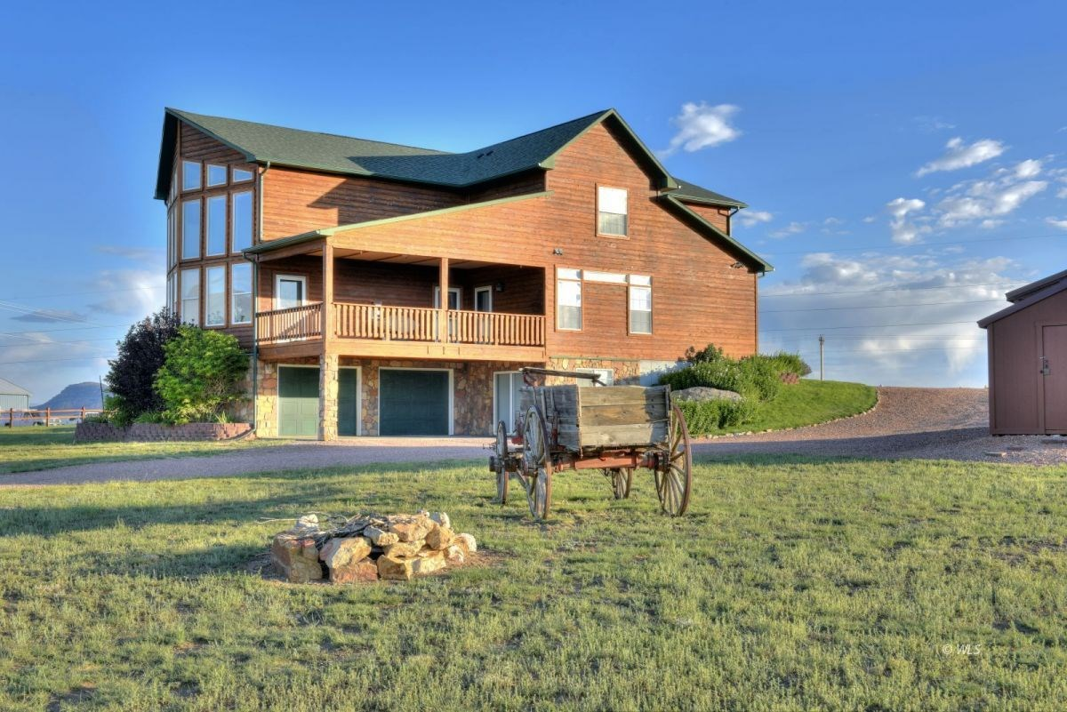 BEAUTIFUL CUSTOM HOME ON THE NORTH EDGE OF TOWN 2.29 ACRES