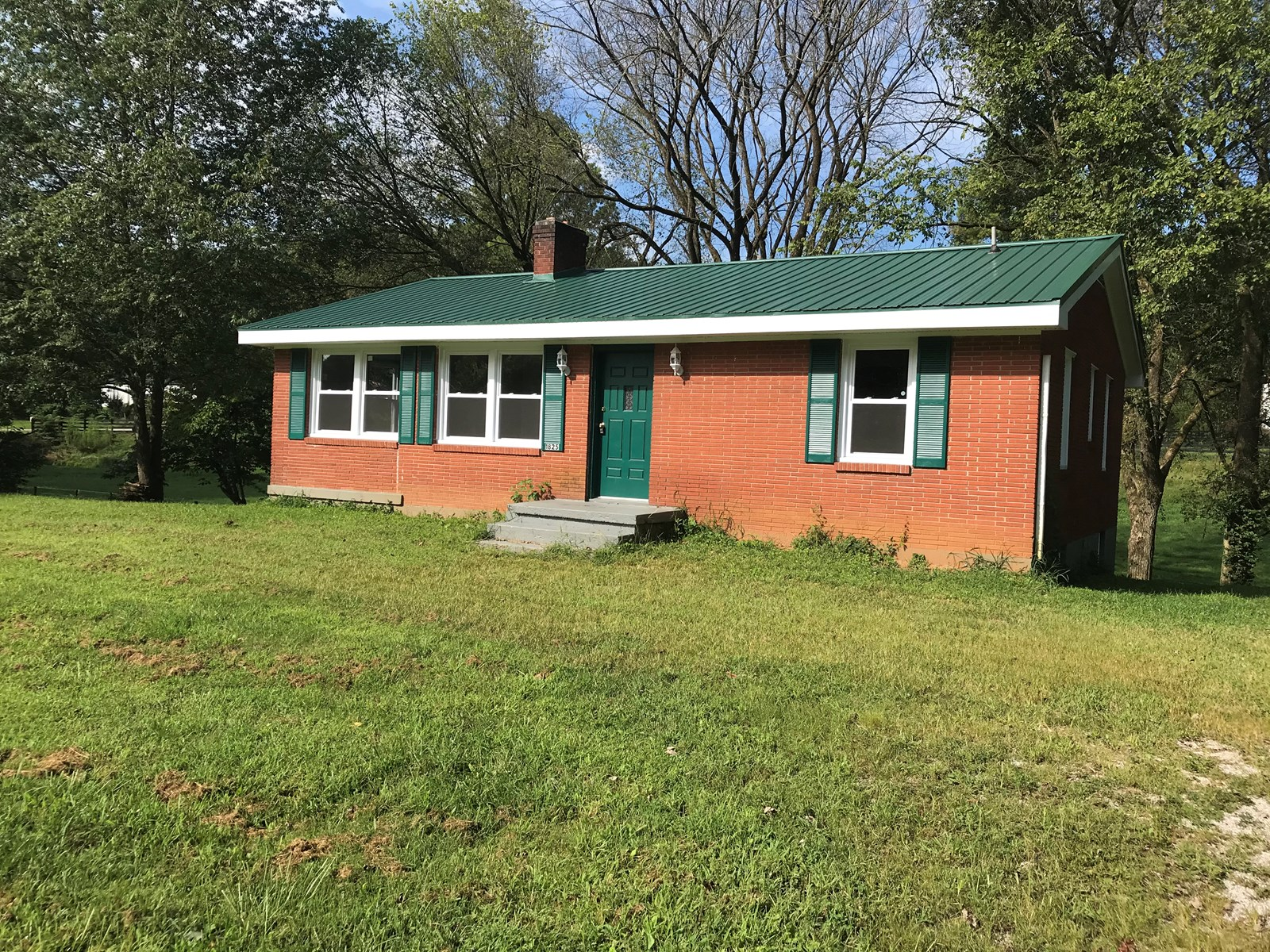Newly Remodeled 4 bedroom home on .25 acres, Munfordville KY