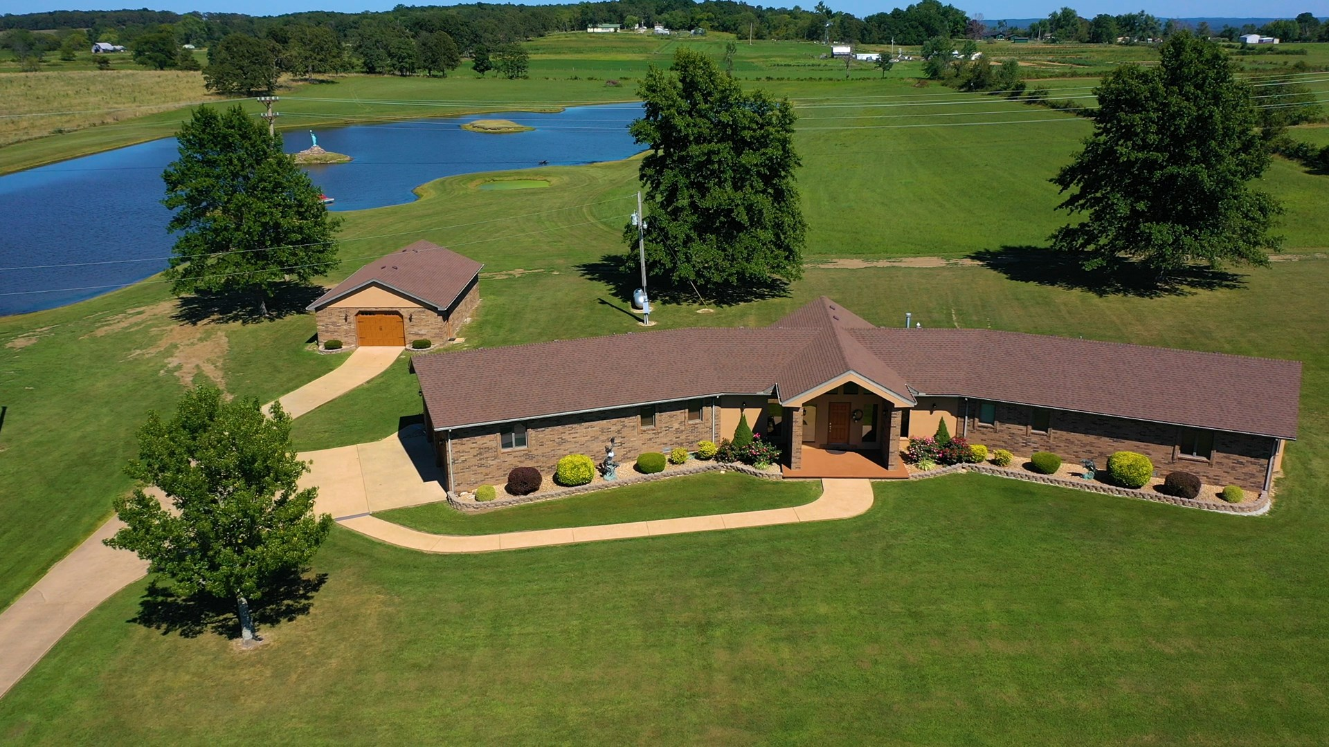 Mountain Grove MO Lakefront Home For Sale in Wright County