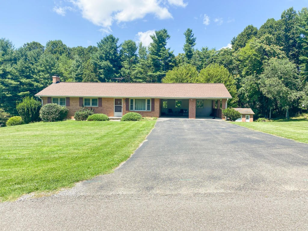 Home for Sale Just Outside of Town of Floyd VA