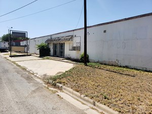 TWO COMMERCIAL BUILDINGS IN SONORA, TX FOR SALE.