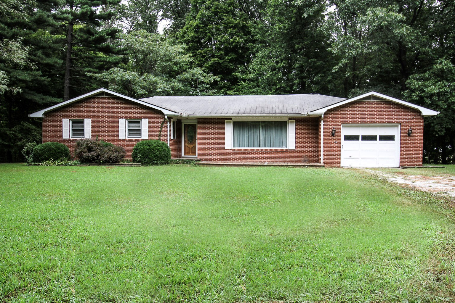 3 Bedroom, 1.5 Bath Country Home Dennison, IL
