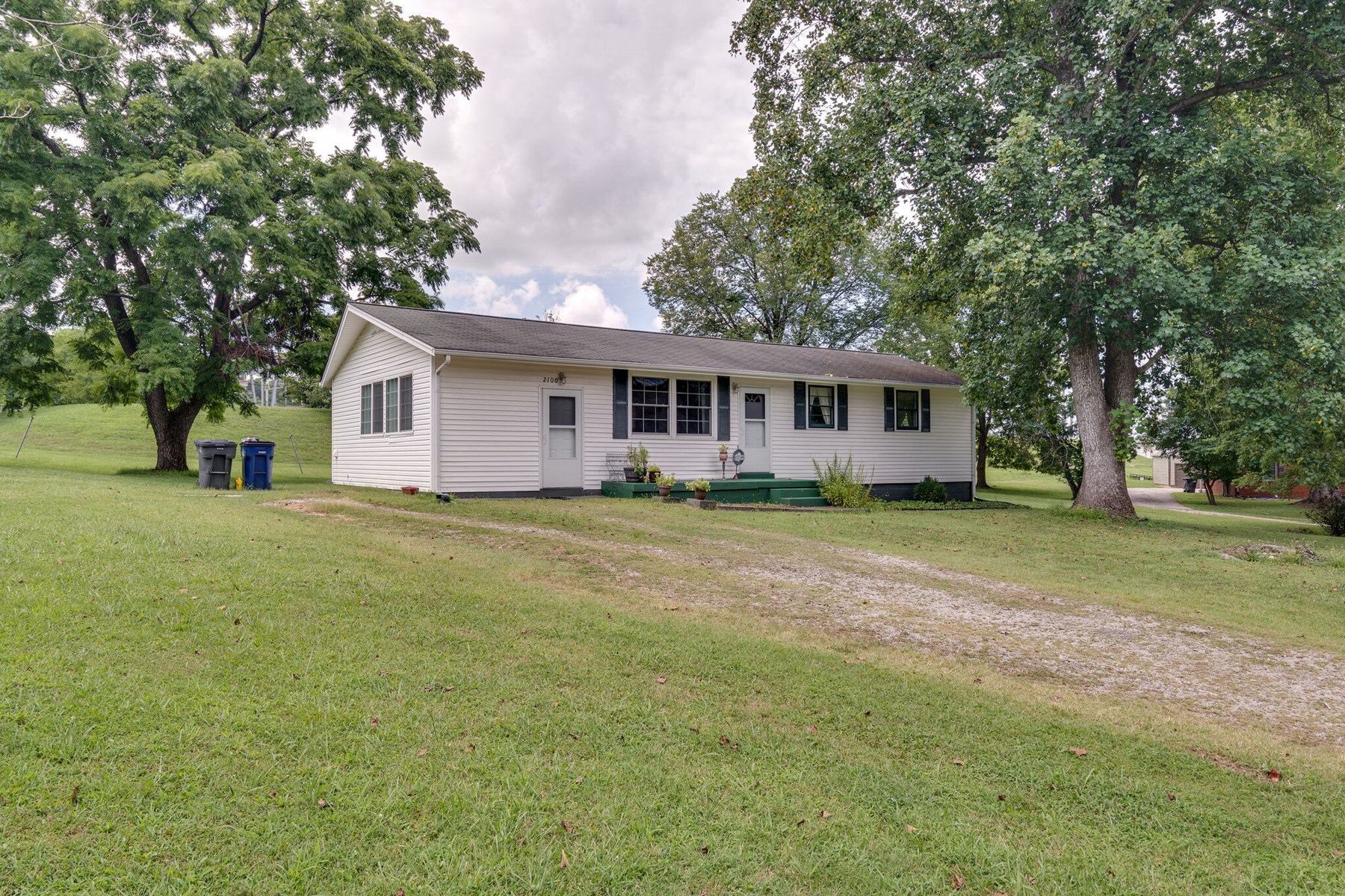 Well Maintained Home in Town for Sale in Columbia, Tennessee