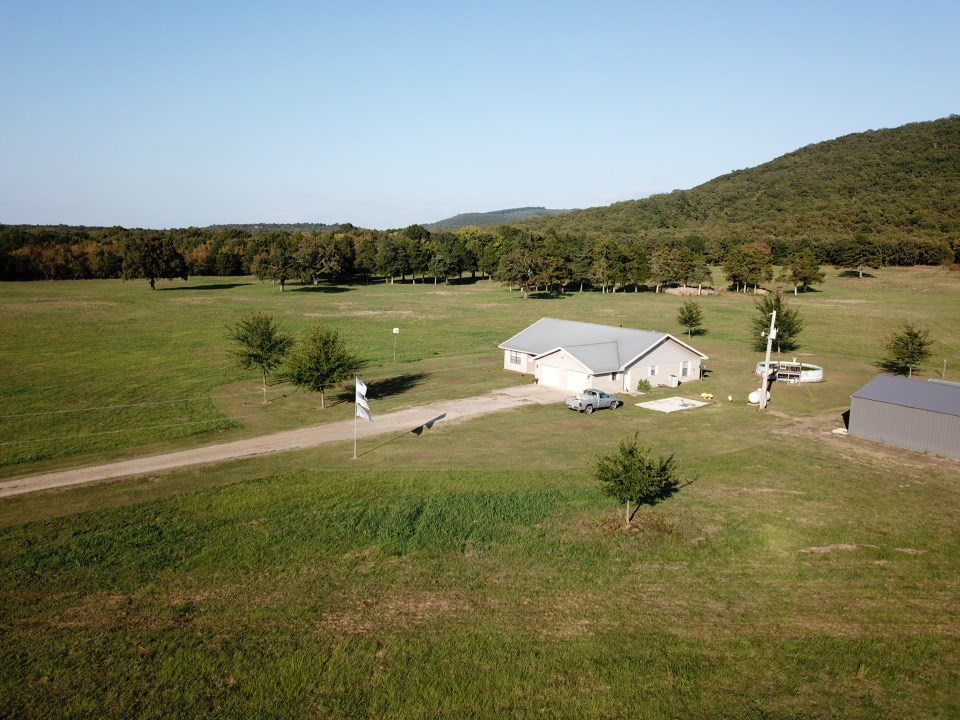 POTEAU MOUNTAIN COUNTRY HOME WITH SHOP PONDS GREAT VIEWS