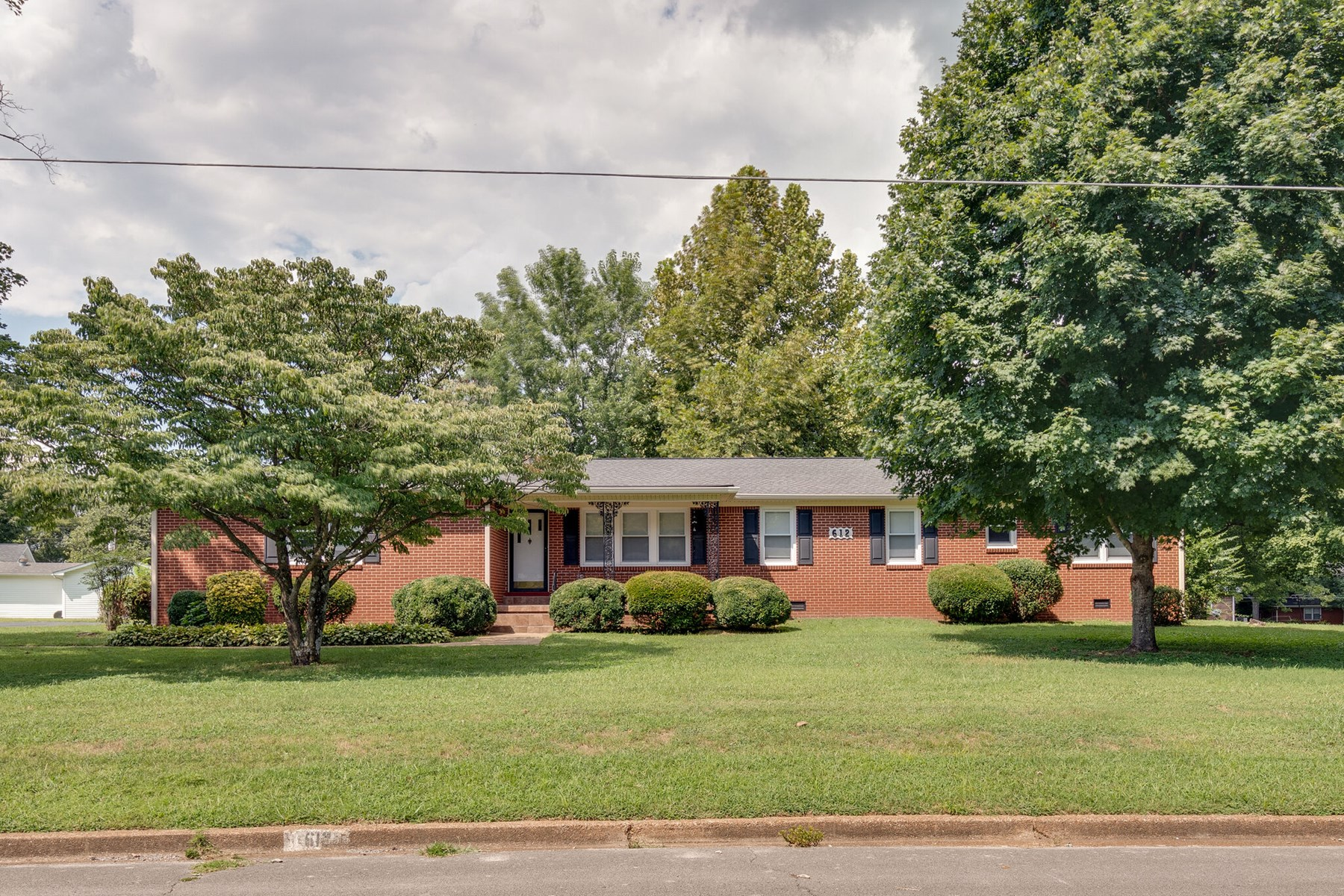 Tennessee Home for Sale in Town in Mt. Pleasant Tennessee