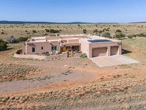 NEW MEXICO LUXURY COUNTRY HOME ON 45+ ACRES
