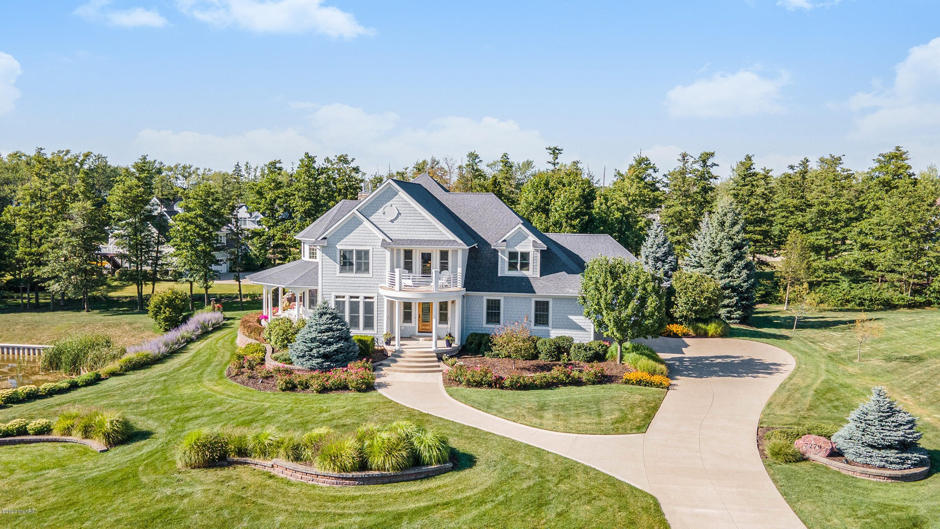 Magnificent South Haven luxury home w/Lake Michigan access