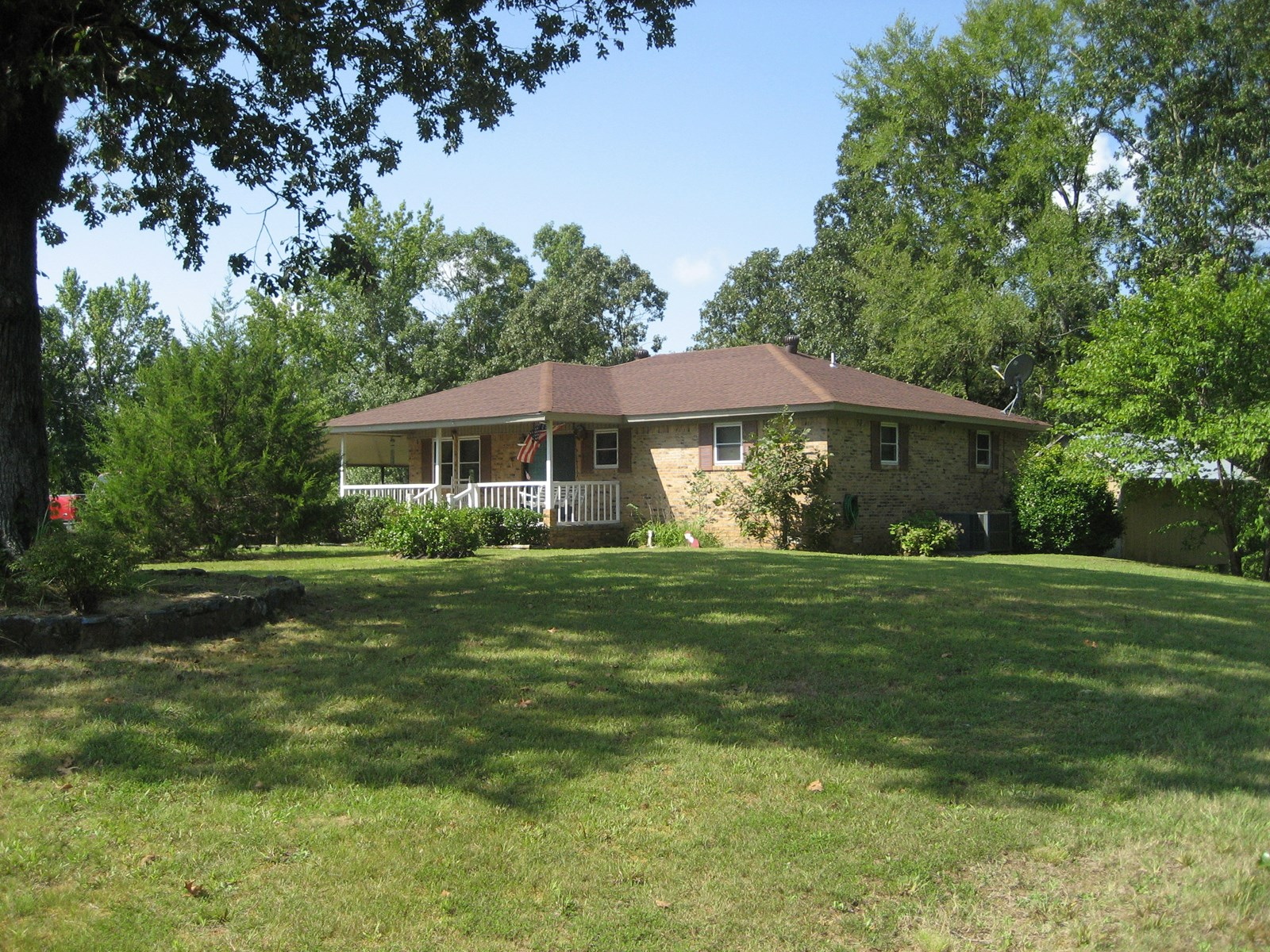 HOME FOR SALE IN TN WITH POND AND ROOM FOR A GARDEN