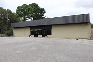 COMMERCIAL BUILDING FOR SALE ON MAIN STREET