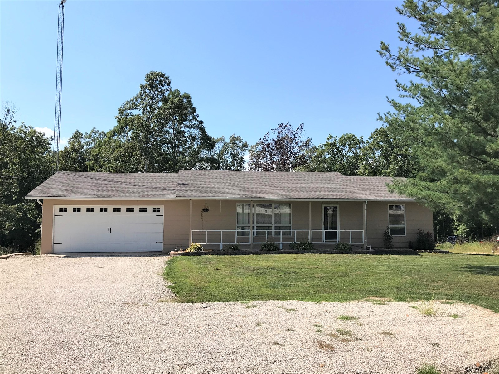 Open concept ranch home on 5.5 acres outside of Salem!