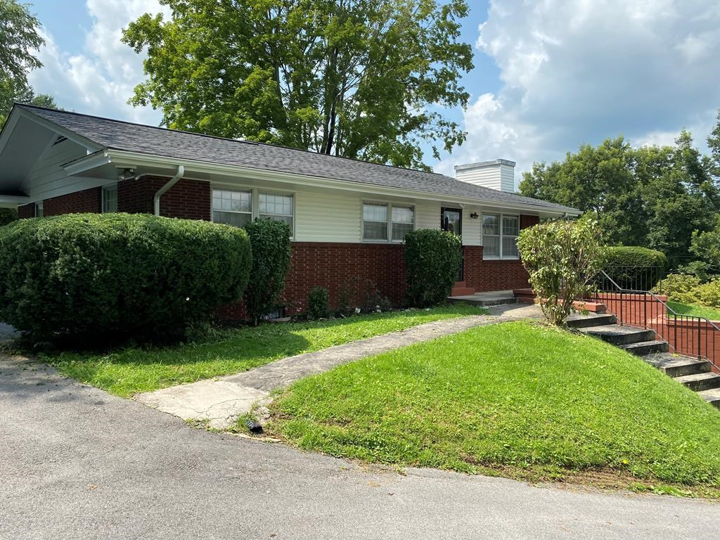 3 BR 1.5 BA Brick Ranch Home in Town Tazewell, VA