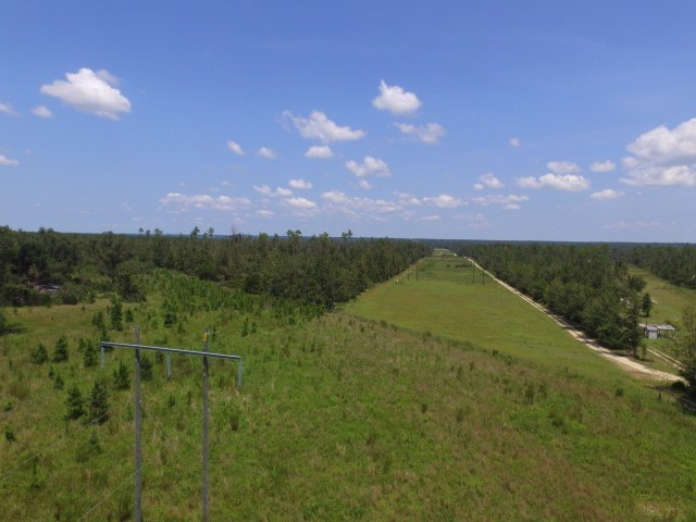 Nice, level land in private area of Clarksville Fl to build