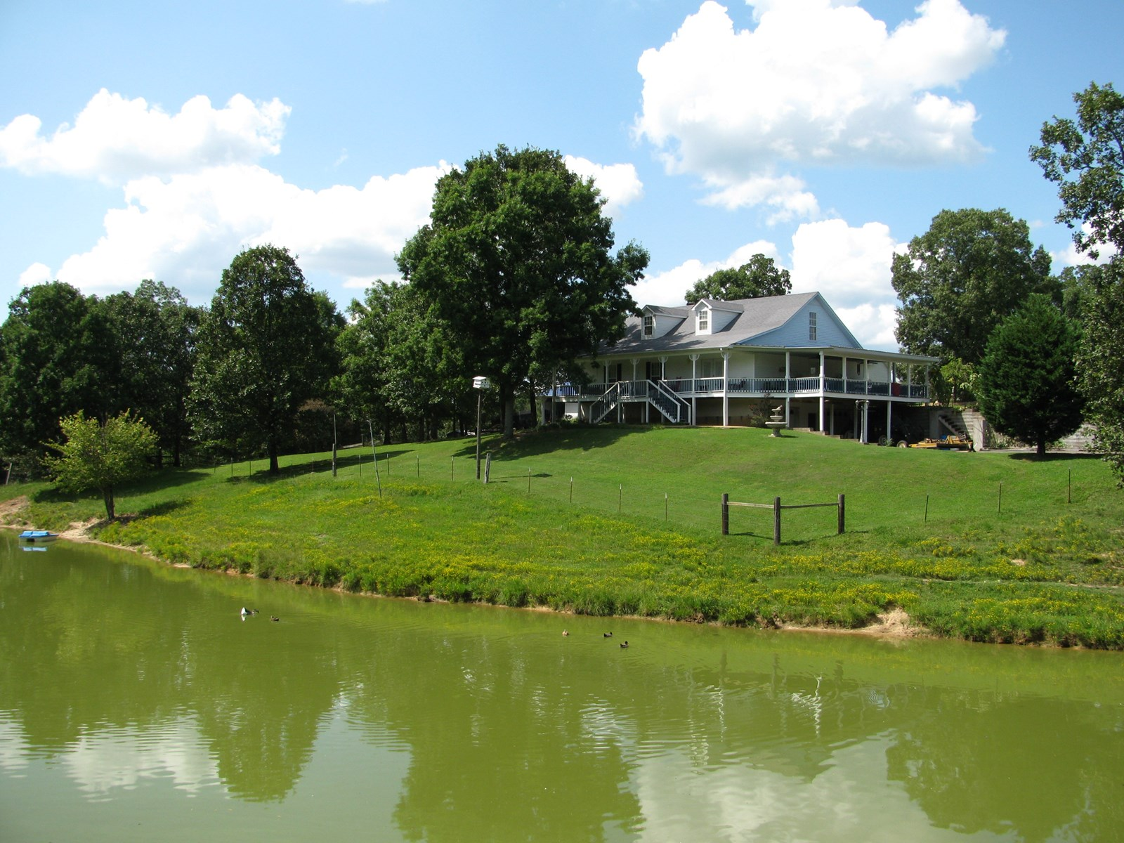 COUNTRY HOME, 30AC MINI FARM IN TN FOR SALE, SHOP & POND