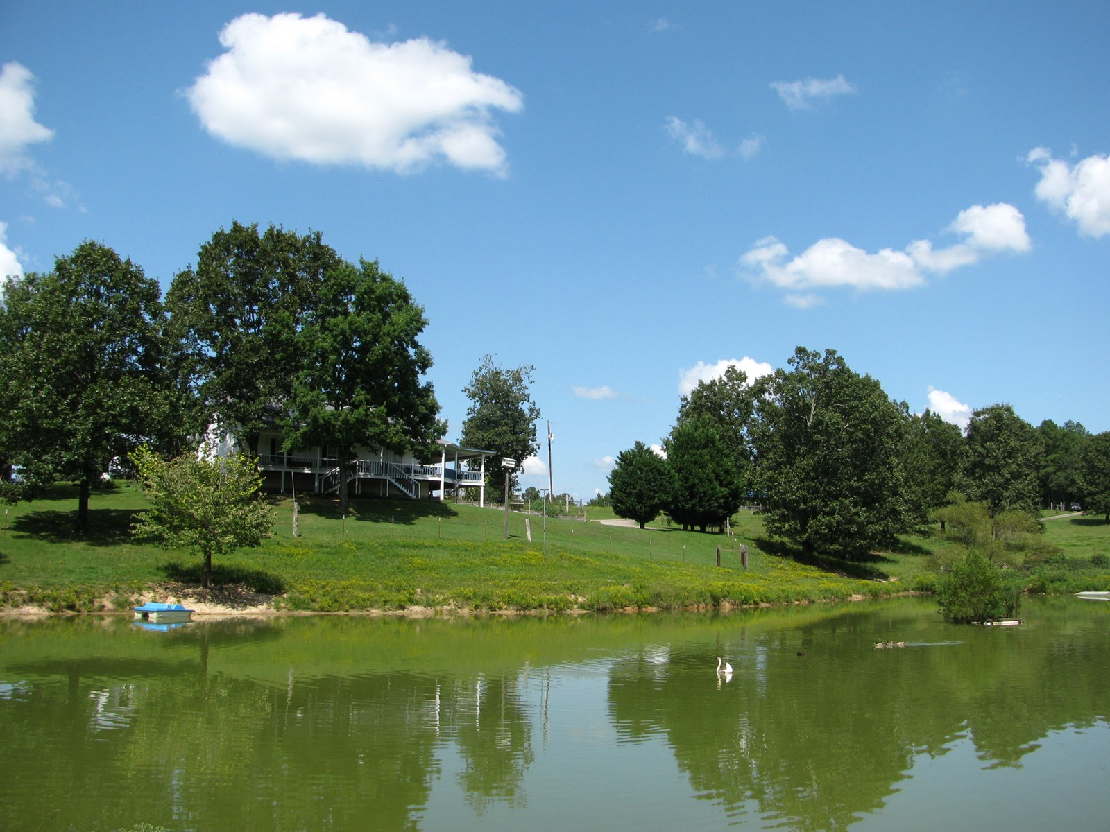 COUNTRY HOME, 5 ACRE MINI FARM IN TN FOR SALE, SHOP & POND