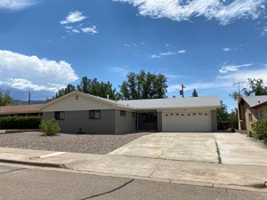 FULLY REMODELED THREE BEDROOM HOME NEAR HOLLOMAN AFB