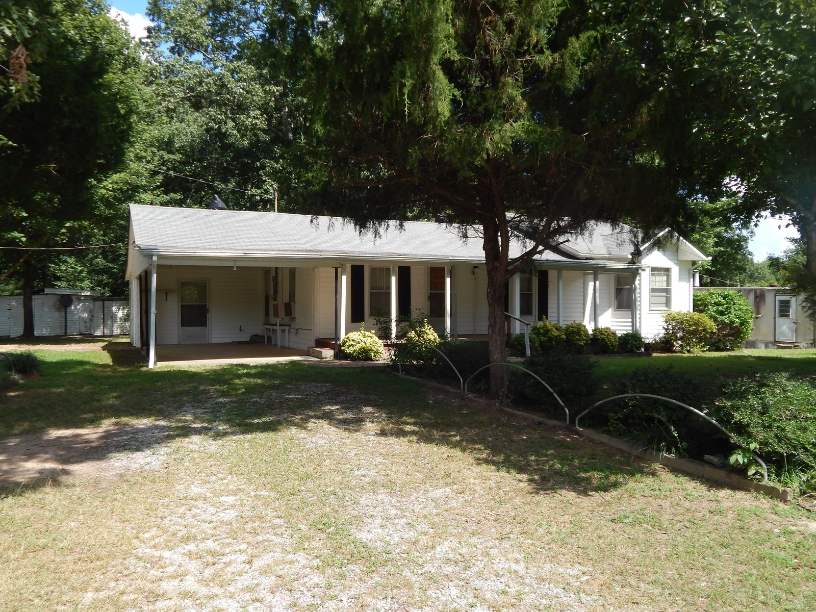 Tennessee Country Home, 2 Bed, 1 Bath on 1 Acre!!
