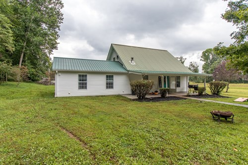 Country Home for Sale with Acreage, in Hohenwald, Tennessee