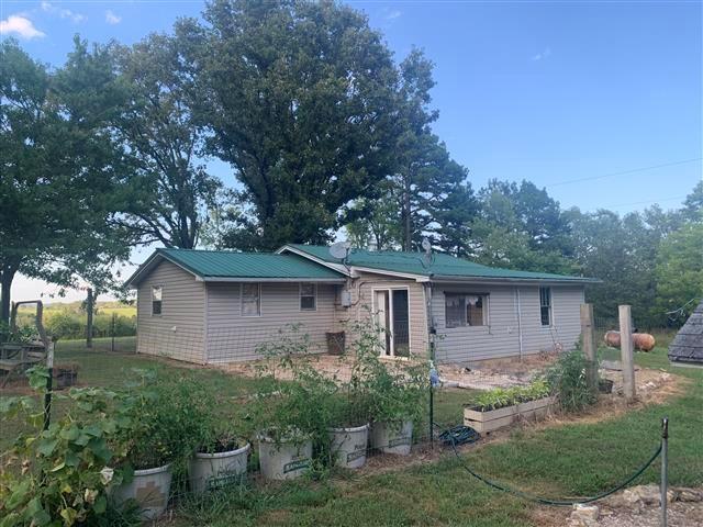 3 BEDROOM/1 BATH FARMHOUSE & 5 ACRES NEAR MOUNTAIN VIEW, MO