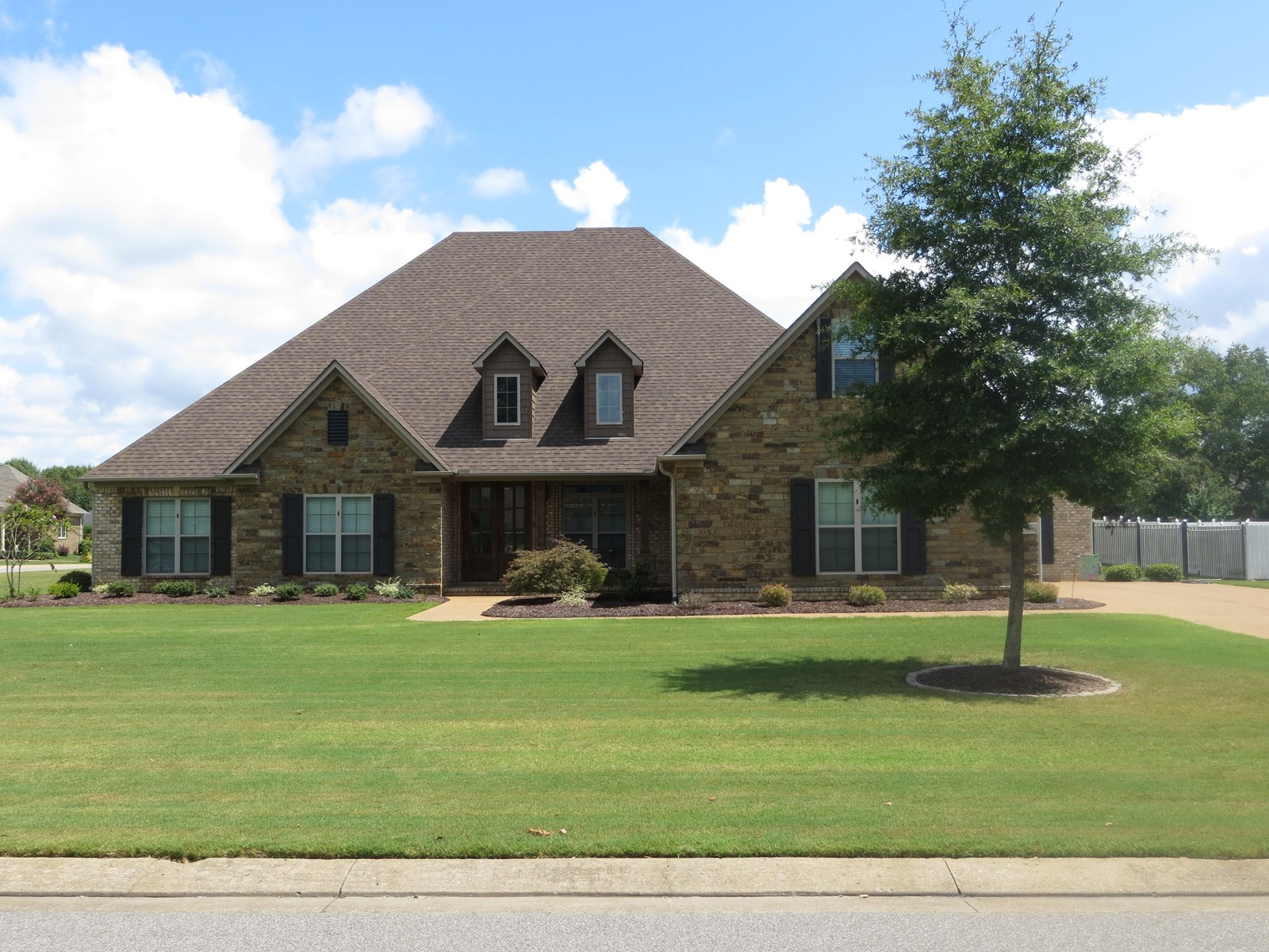 5 BR 4 1/2 BA Brick Home with a Pool  in Jackson Tn
