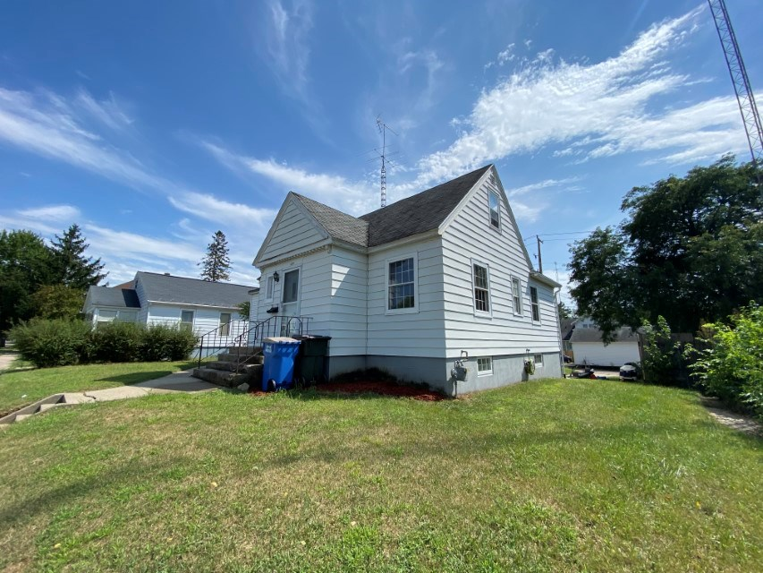 3 Bedroom Cape Code home for Sale in Portage WI