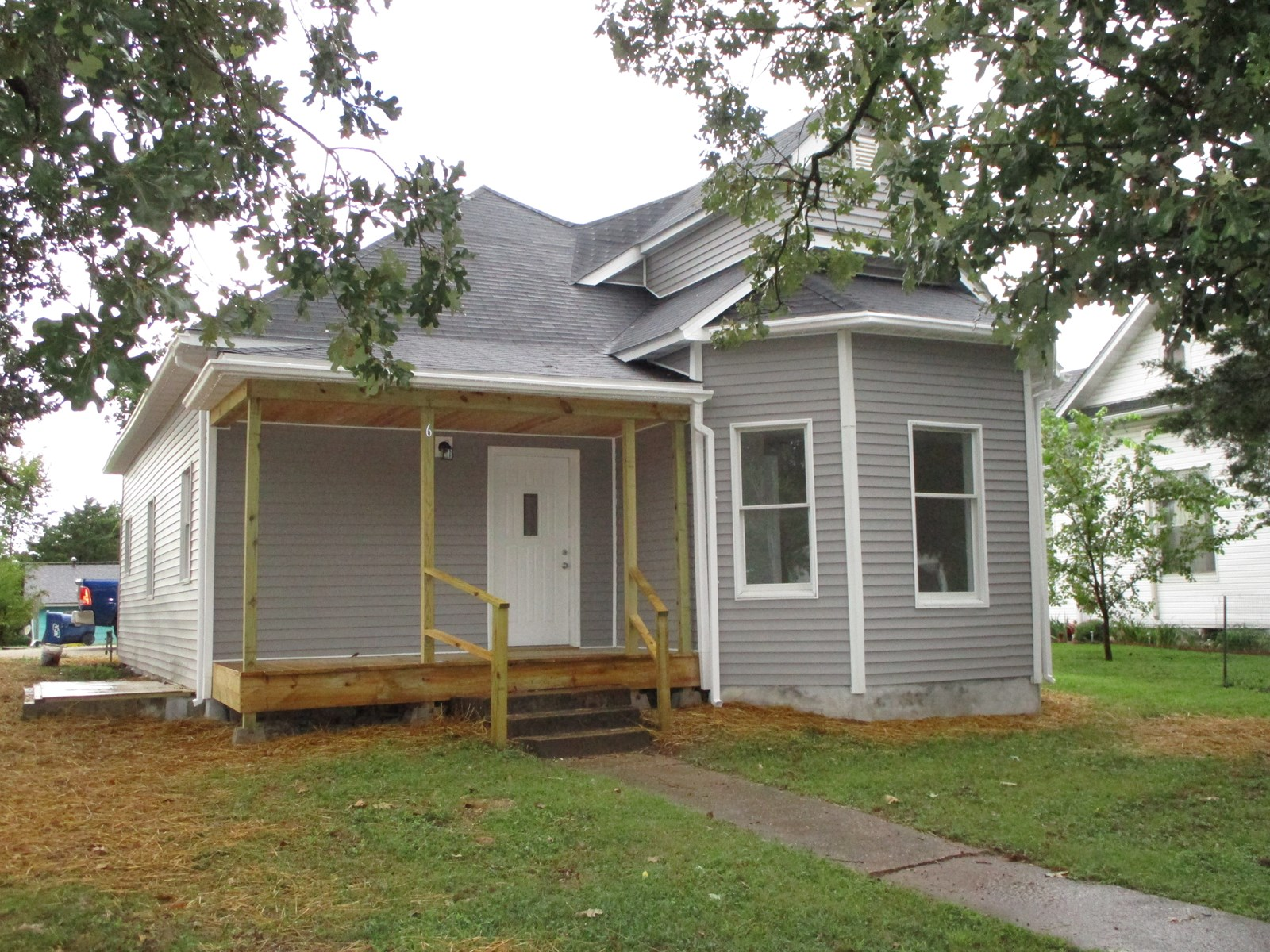3 bedroom renovated home in Salem! Move in ready.