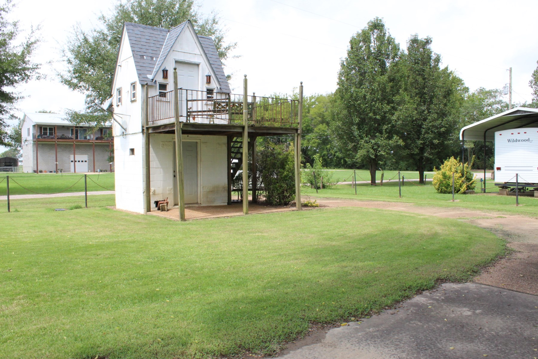RIVERFRONT LAND IN TN WITH FIXER UPPER TINY HOME & RV HOOKUP
