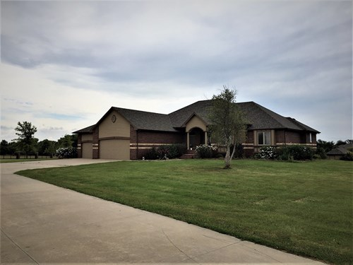 5 BED 4 BA 3 CAR GARAGE POOL/POOL HOUSE 4.5 ACRES GODDARD KS