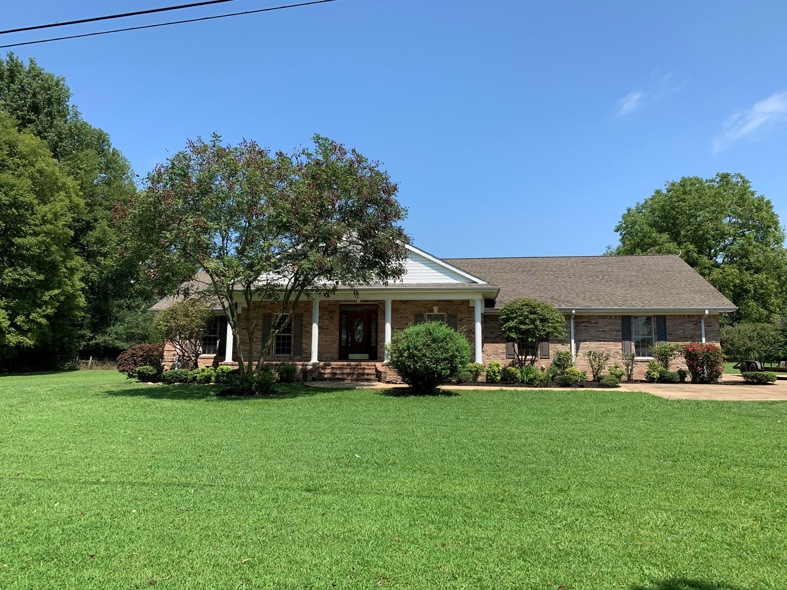 ALL BRICK COUNTRY HOME FOR SALE IN TN CLOSE TO TN RIVER