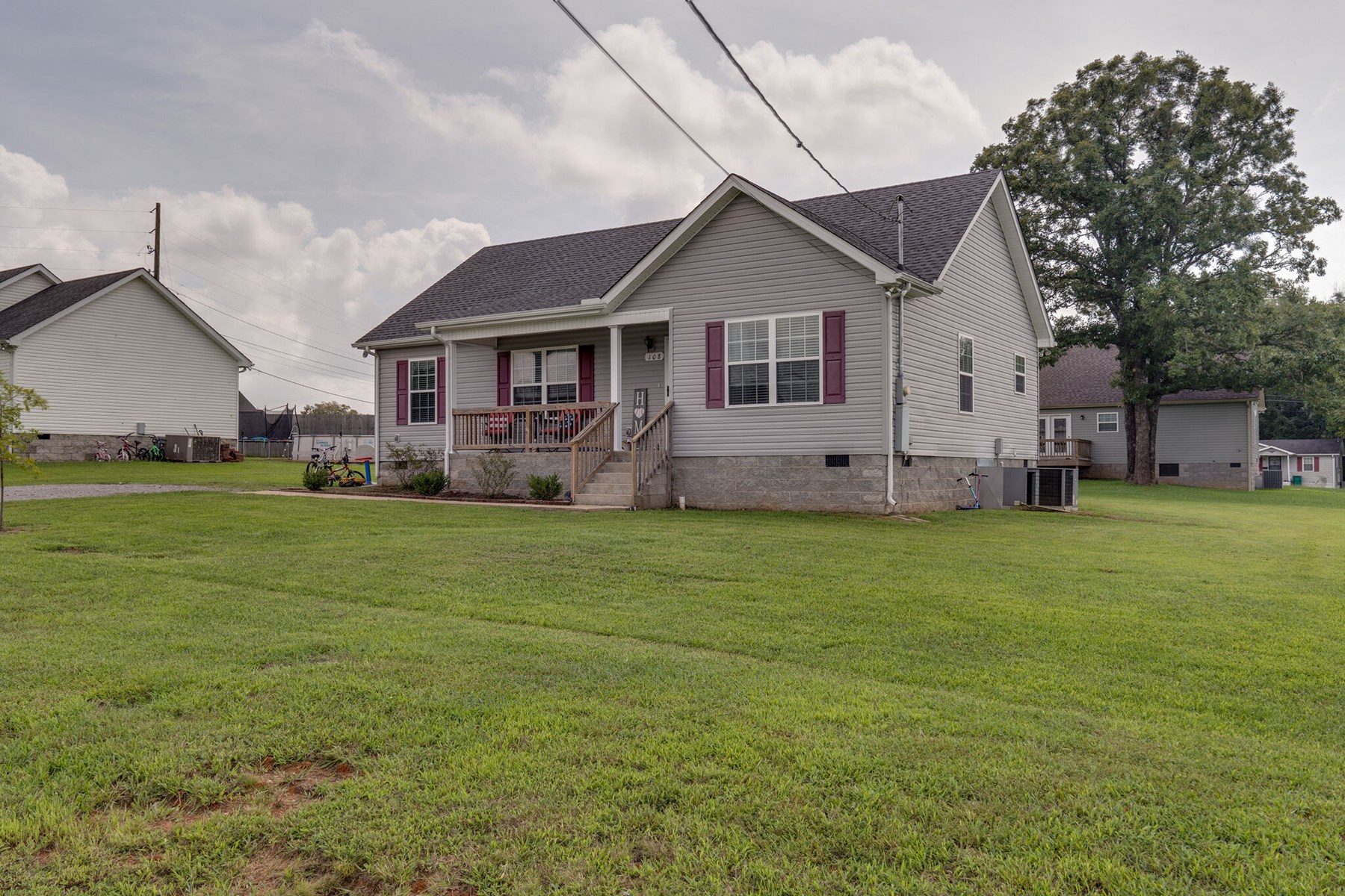 Home in Town for Sale on Acre Lot, in Lewisburg, Tennessee