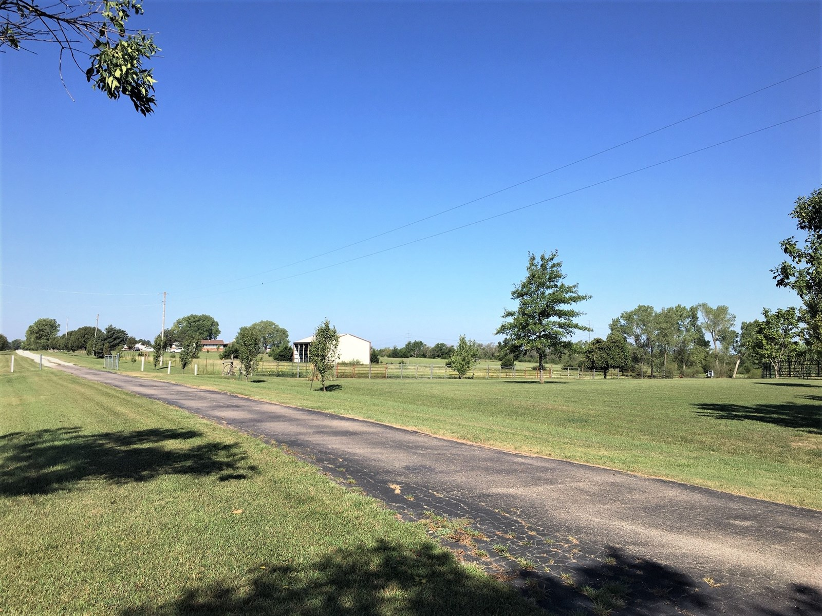 10.62 ACRE BUILDING SITE, UTILITIES, BARN, BLDG, WICHITA KS